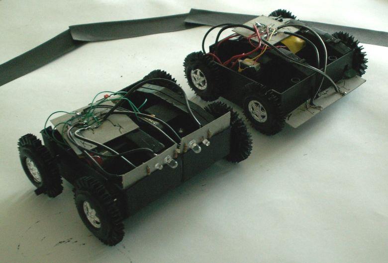 Два робота, собранные из